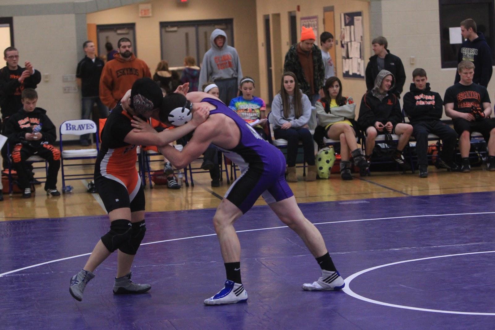 Men Wrestling Women Good Battle-8855