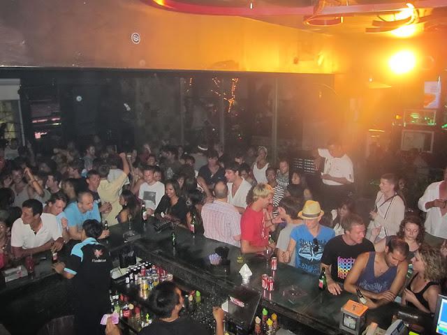 Eikon Bar and Lounge sebagai Tempat Wisata Malam di Bali