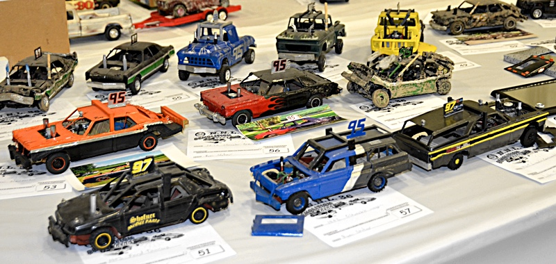 Scale Model News: 700-PLUS ENTRIES RUN IN THE NAMELESS MODEL SHOW-OFF