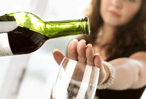 Lời khuyên của bác sĩ đối với bà bầu về việc sử dụng rượu bia