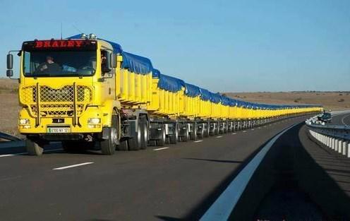 gambar truk gandeng yang panjang