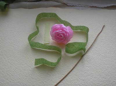 Kurs krok po kroku - róże z bibuły, z brzegiem z plisy.
