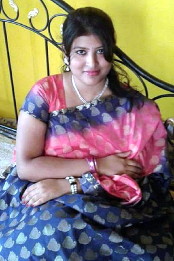 Hot Kanpuri Bhabhi Beautiful Housewife  Hot And Sexy-2694