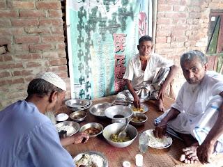 Abdul Aziz's helpless life needs a helper for him. আব্দুল আজিজ এর অসহায় জীবন তার জন্য একজন সাহায্যকারী প্রয়োজন।