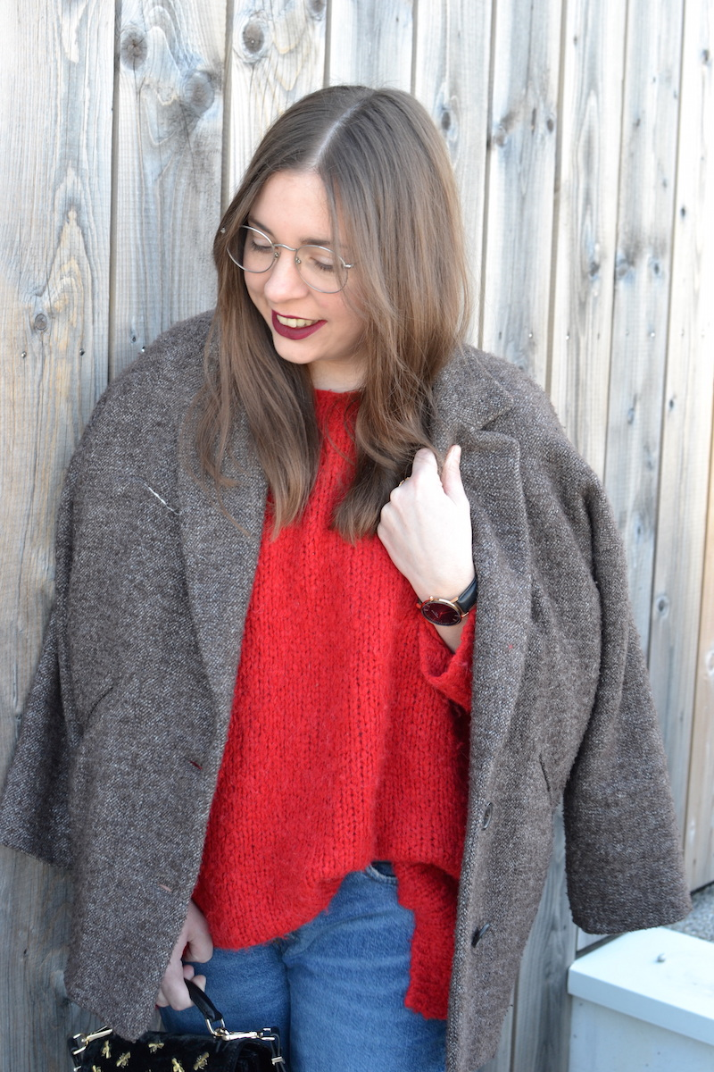 pull rouge American VIntage, manteau Isabel Marant, jean Pull and Bear, sac Emily the Kooples