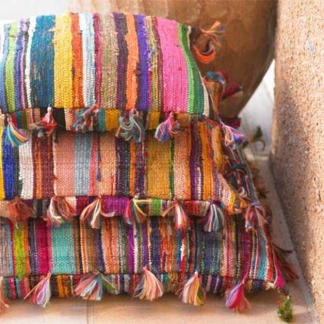Πως θα φτιάξετε μαξιλάρια από χαλάκια-κουρελούδες