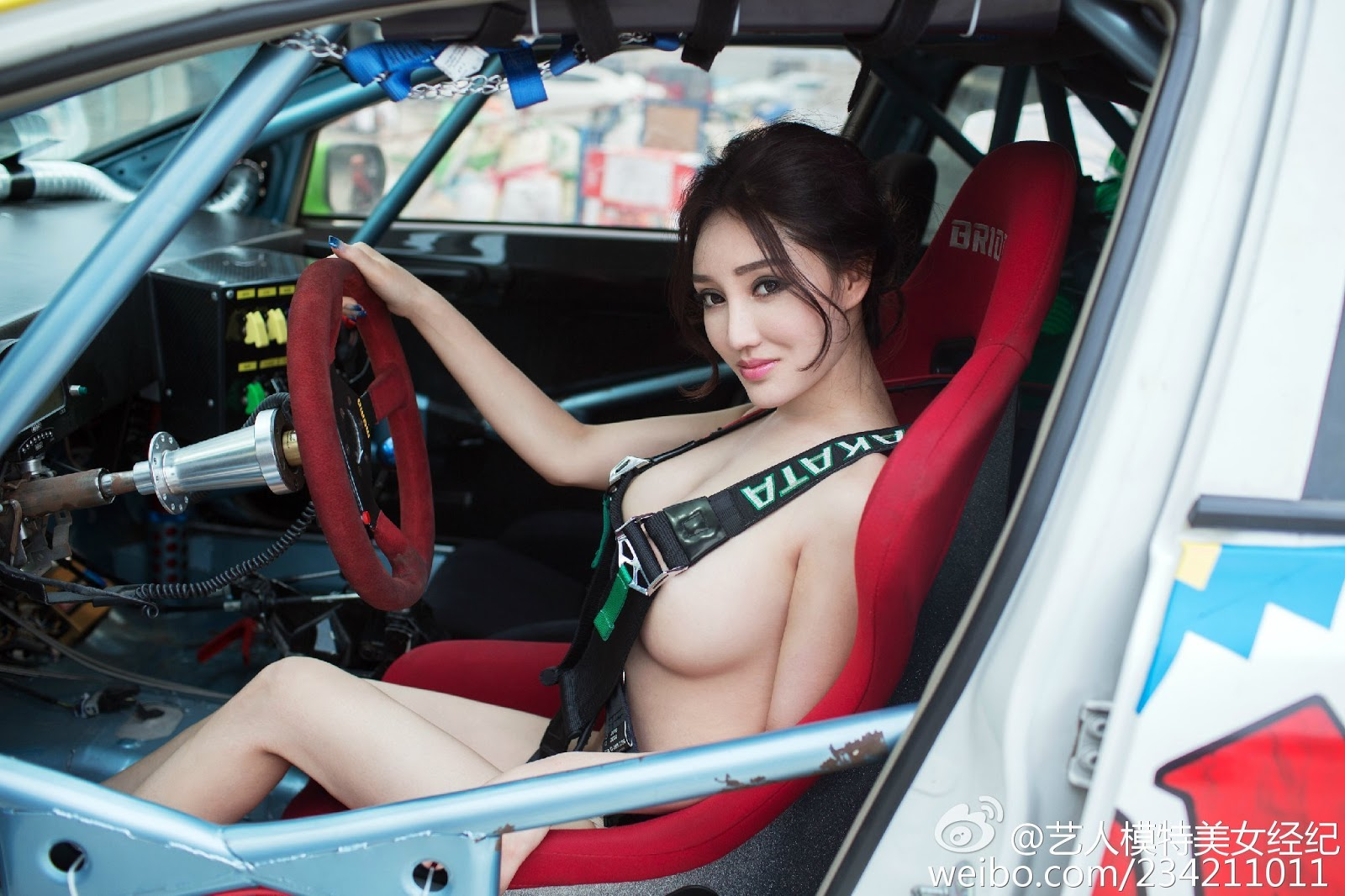 Big Breast Mai Ping Guo 麦苹果 Motor Show Less Panties See Pink Nipples