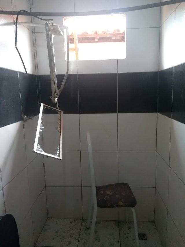 AUDÁCIA: Em plena luz do dia, residência é arrombada e furtada em Elesbão Veloso; polícia foi acionada.