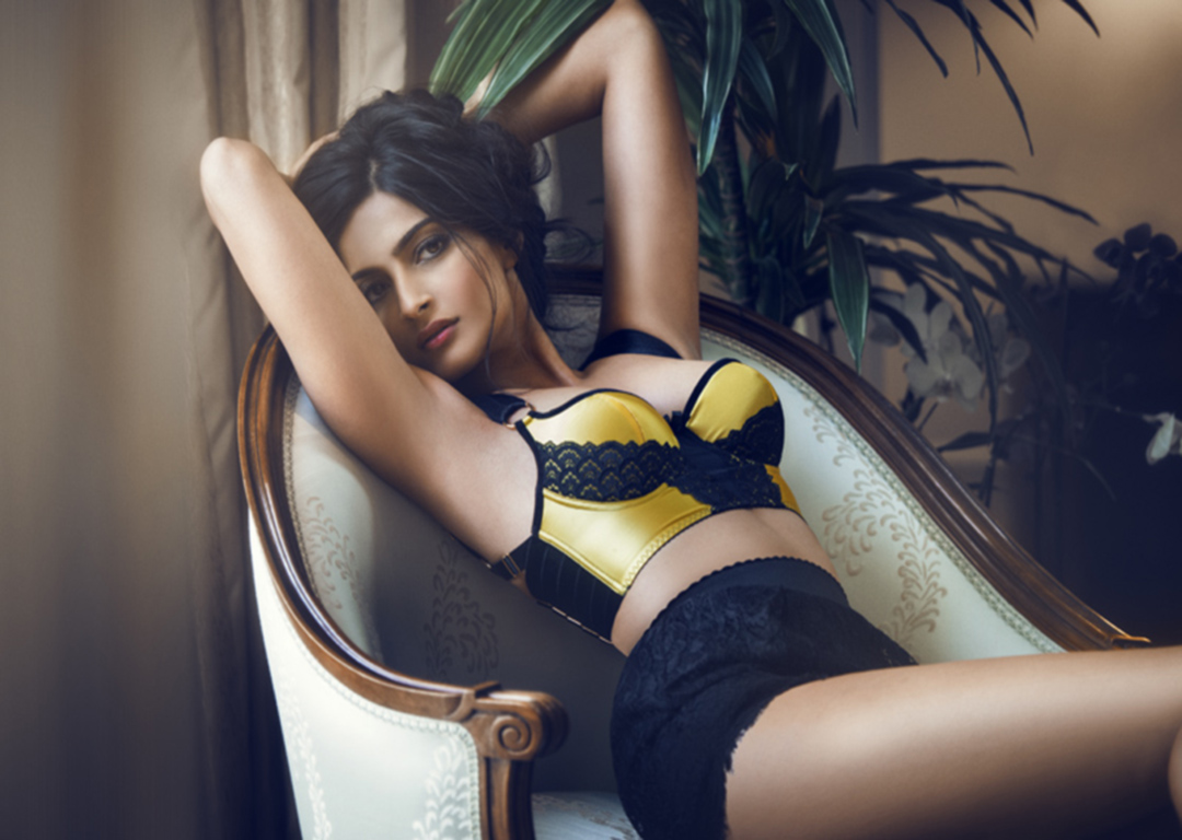 sonam kapoor hot and sexy hd wallpaper