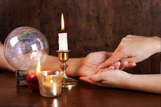 the difference between psychics and mediums
