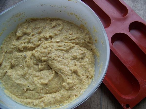 Ciasto na bułki Paleo gęstnieje po kilku minutach