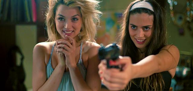 Lorenza Izzo şi Ana de Armas în thrillerul Knock Knock