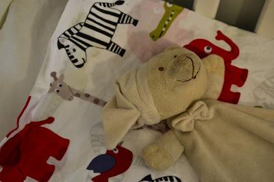 Saippuakuplia olohuoneessa. blogi, kuva Hanna Poikkilehto, koti, sänky, sisustus, unirätti, uninalle, lapsi,