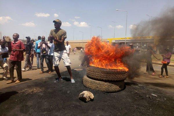 Full Blown Violence Erupts In Kisumu As David Maraga Disappoints Raila Odinga