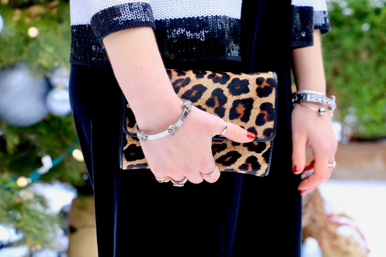 Nyc fashion blogger Kathleen Harper holding a leopard Michael Kors clutch