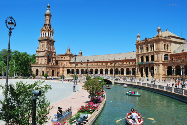 boat plaza españa seville spain