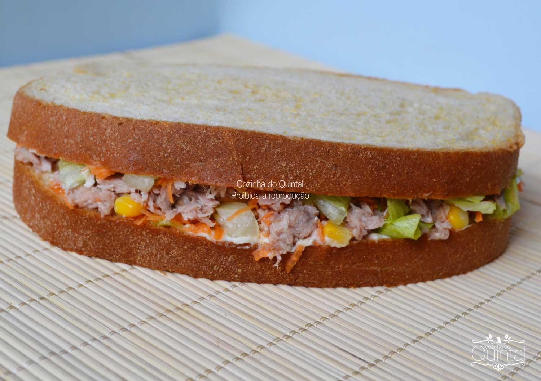Sanduíche de atum e milho no pão de milho! Maravilhoso <3