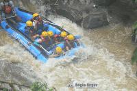 paket wisata rafting sungai kalibaru bogor