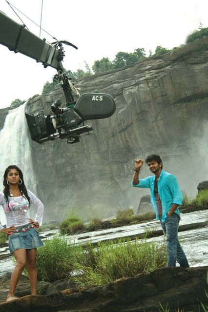 Nayanthara Vijay in Kerala location of villu