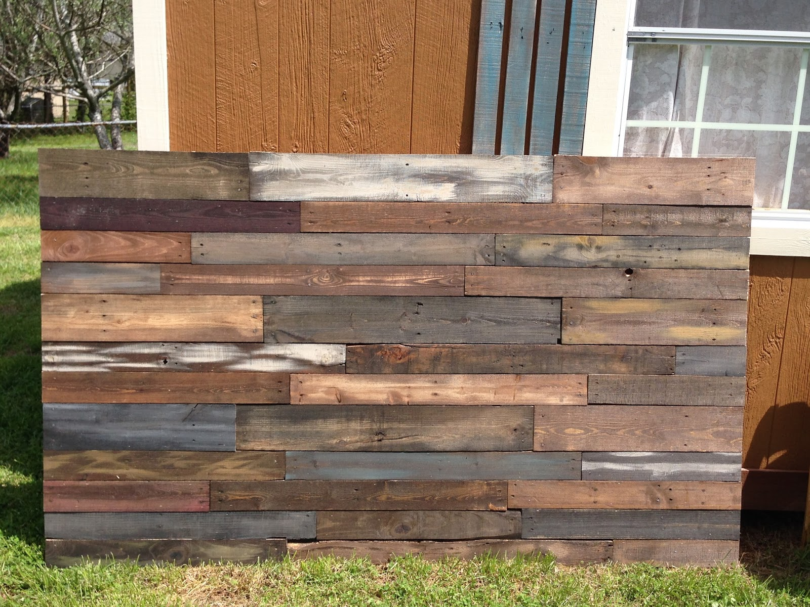 Do It Yourself Home Design: Color It Simple: Sweet Dreams~~~~ A New Pallet Headboard