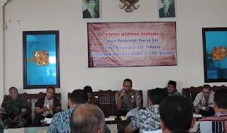 Tokoh masyarakat Sekadau bersama TNI dan Polri bertatap muka dalam kegiatan coffe morning di Vinca Borneo, Kota Sekadau