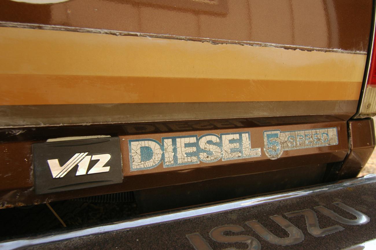 OLD PARKED CARS : 1983 Isuzu P'up DLX Diesel