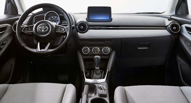 2020-toyota-yaris-interior-and-infotainment-system