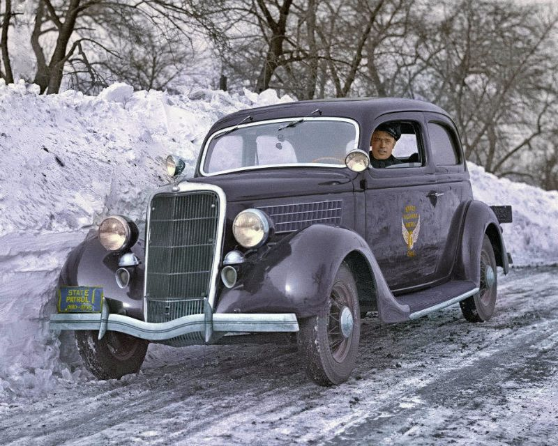18 Incredible Colorized Photos of American Police Cars From ...