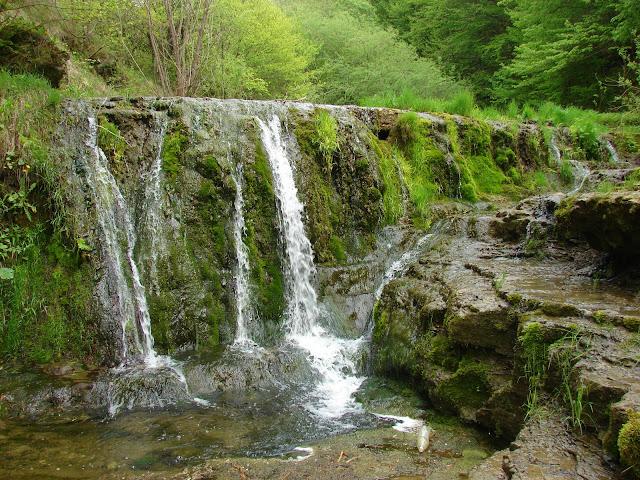 Водопад в урочище Окунь
