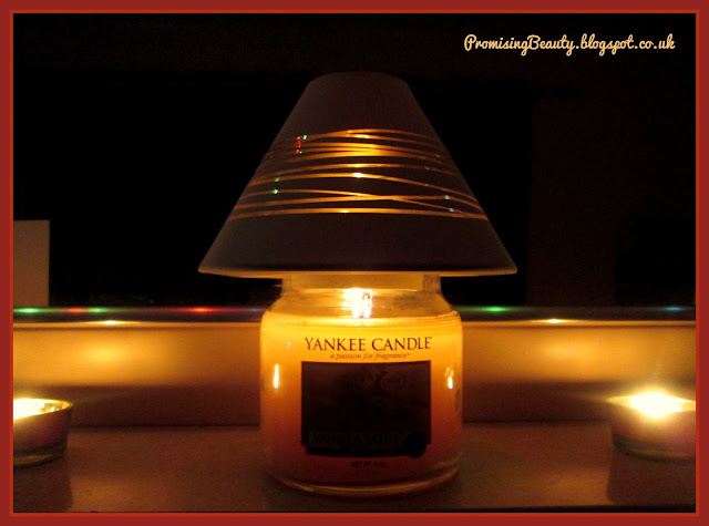 Yankee candle wih Yankee light shade. Midnight jasmin or clean cotton, glowing white and cream. Cosy scented candle.