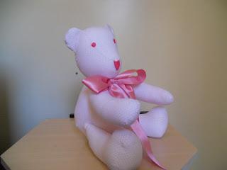 DSCN2004 - Urso de pano Branco com poazinho rosa