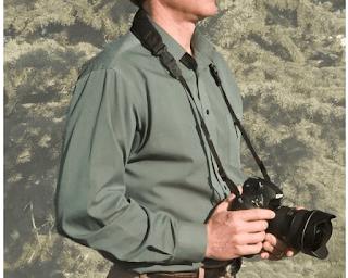 Tali Strap Kamera Dikalungkan