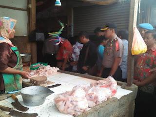 Kapolres Cirebon PimpinTim Satgas Pangan Cek Harga Pasar Mengantispasi Lonjakan Harga Jelang Natal Dan Tahun Baru