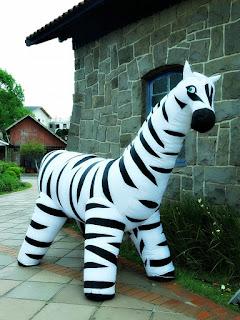 'A Simpática Zebra' - Bonecos Infláveis, em Canela