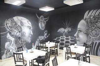 Malowanie ściany w kawiarni LLUBurger w Łukowie, maral 3D świecący w ciemności