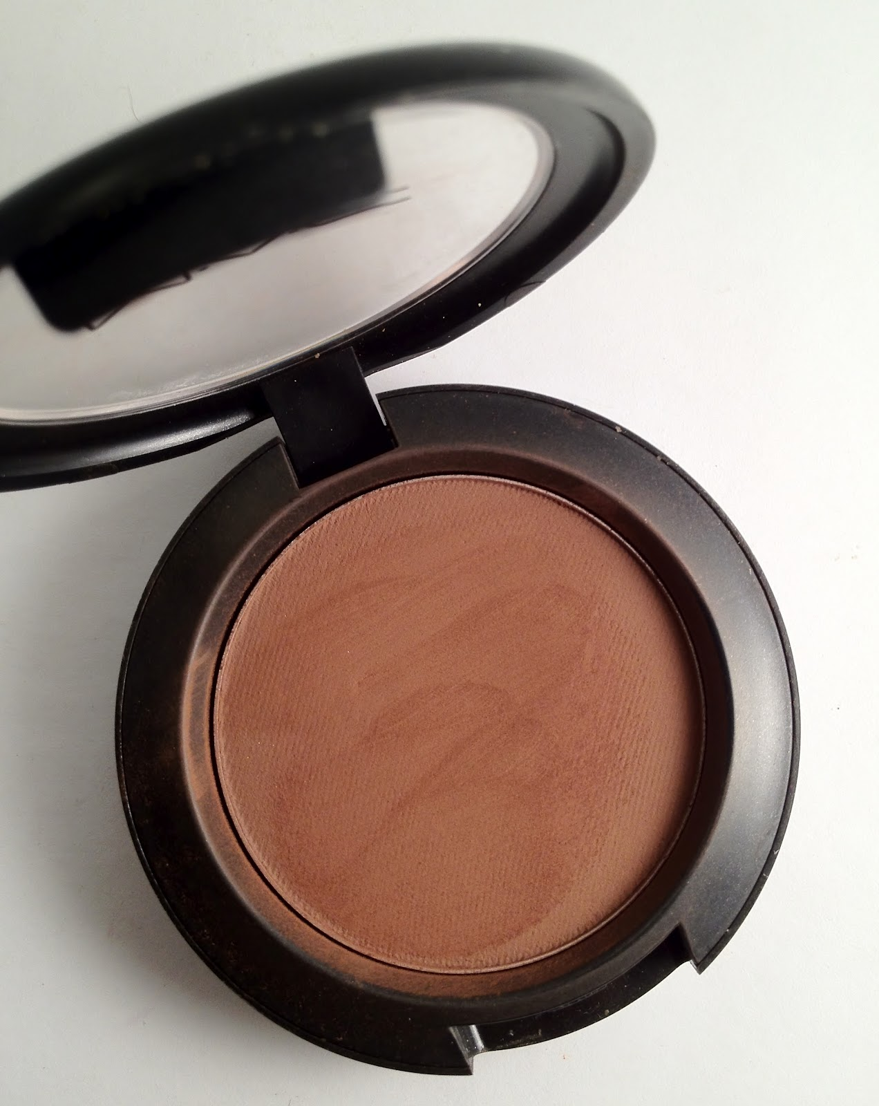 Mac 168 Large Angled Contour Brush: Omorfia....What I Call Beauty!: VIDEO REVIEW: MAC Blunt