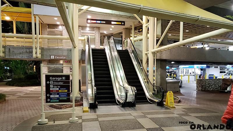 Edifício garagem das locadoras no Aeroporto de Orlando
