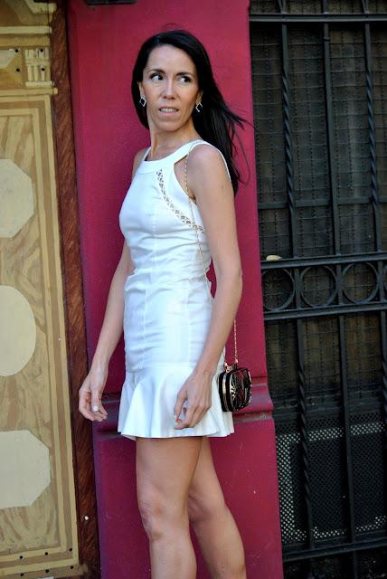 basicos de armario, fondo de armario,  stilettos, como lucir un vestido blanco, como lucir basicos de armario, como vestir de fiesta, como vestir elegante, estilo, moda, fashion, July Latorre, look