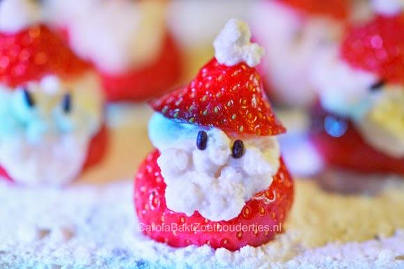 Kerstman van aardbei en slagroom
