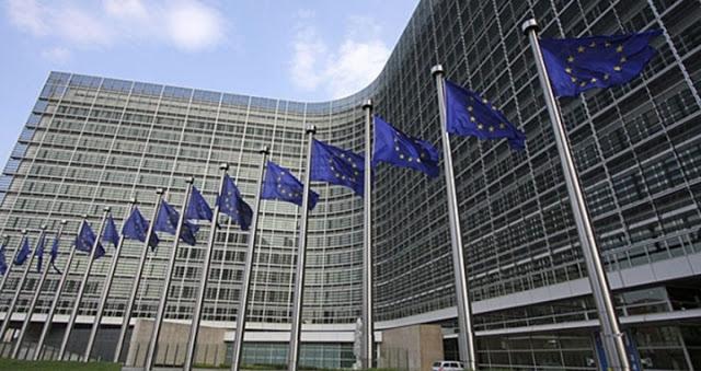 A vuelapluma. El Libro Blanco sobre el futuro de Europa. Reflex