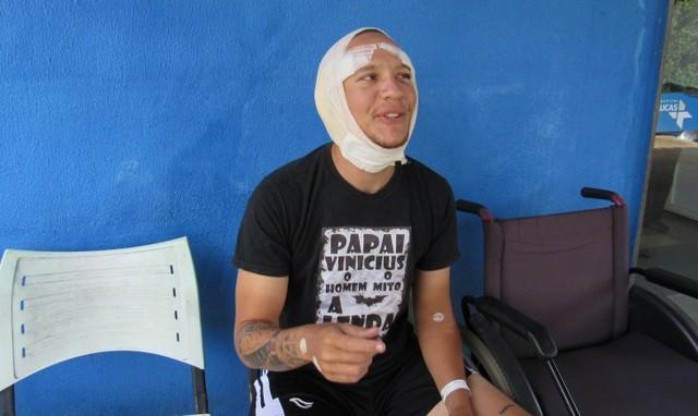 Surfista leva 83 pontos após levar mordida de tubarão no rosto