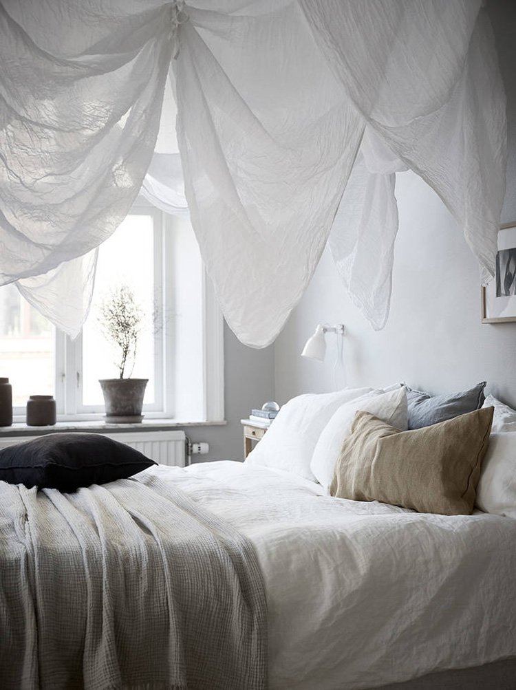 Ethereal drapes above the bed. Grey Deco (photo by Jonas Berg)