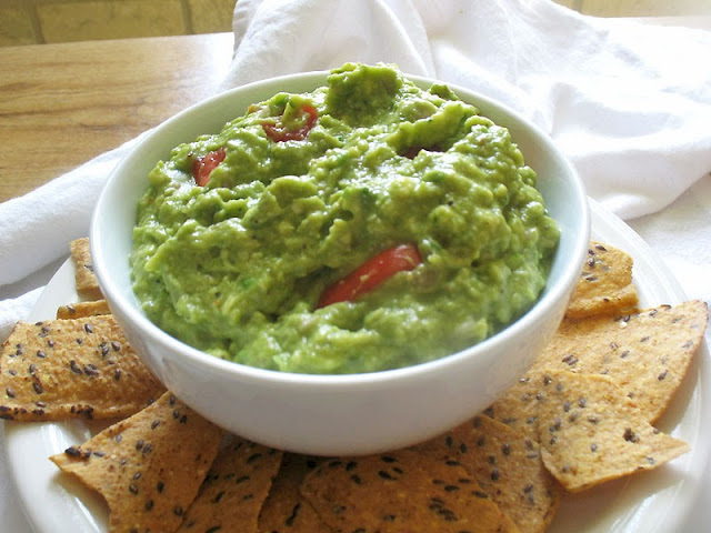 spicy pesto guacamole