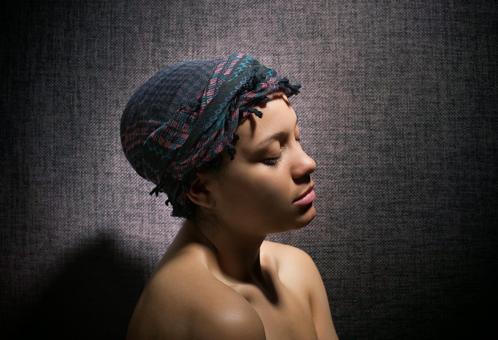 Angela Dennis - Foulard de nuit