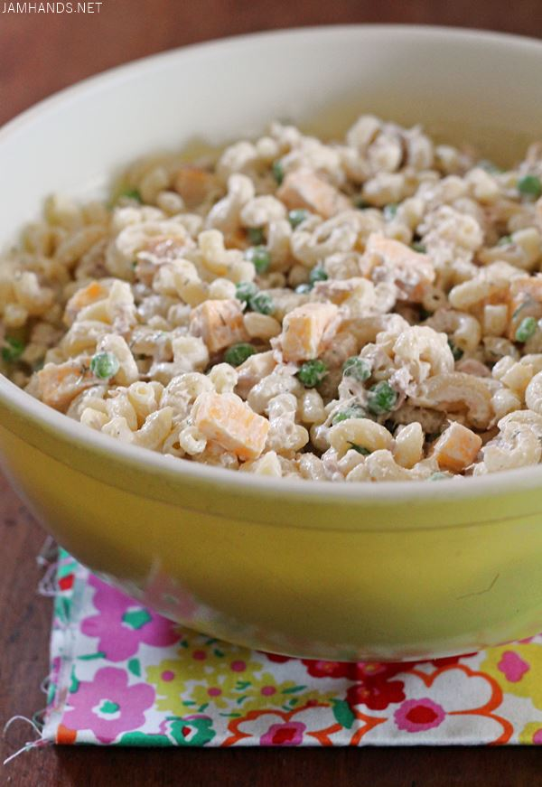 Dilly Tuna Macaroni Salad with Cheese