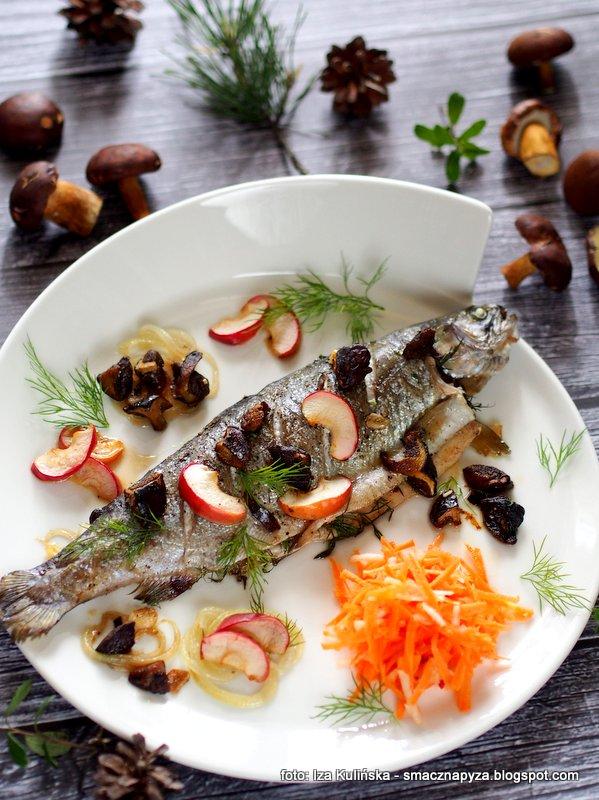pieczony pstrag, pstrag z piekarnika, grzyby, swieze ryby, z biedronki, nasz pstrag, pstrag marinero, co dzis na obiad