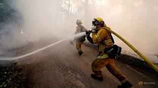 A firefighter knocks down hotspots to slow the spread of the River Fire (Mendocino Complex) in Lakeport, California, U.S. July 31, 2018. REUTERS/Fred Greaves/File Photo) Click to Enlarge
