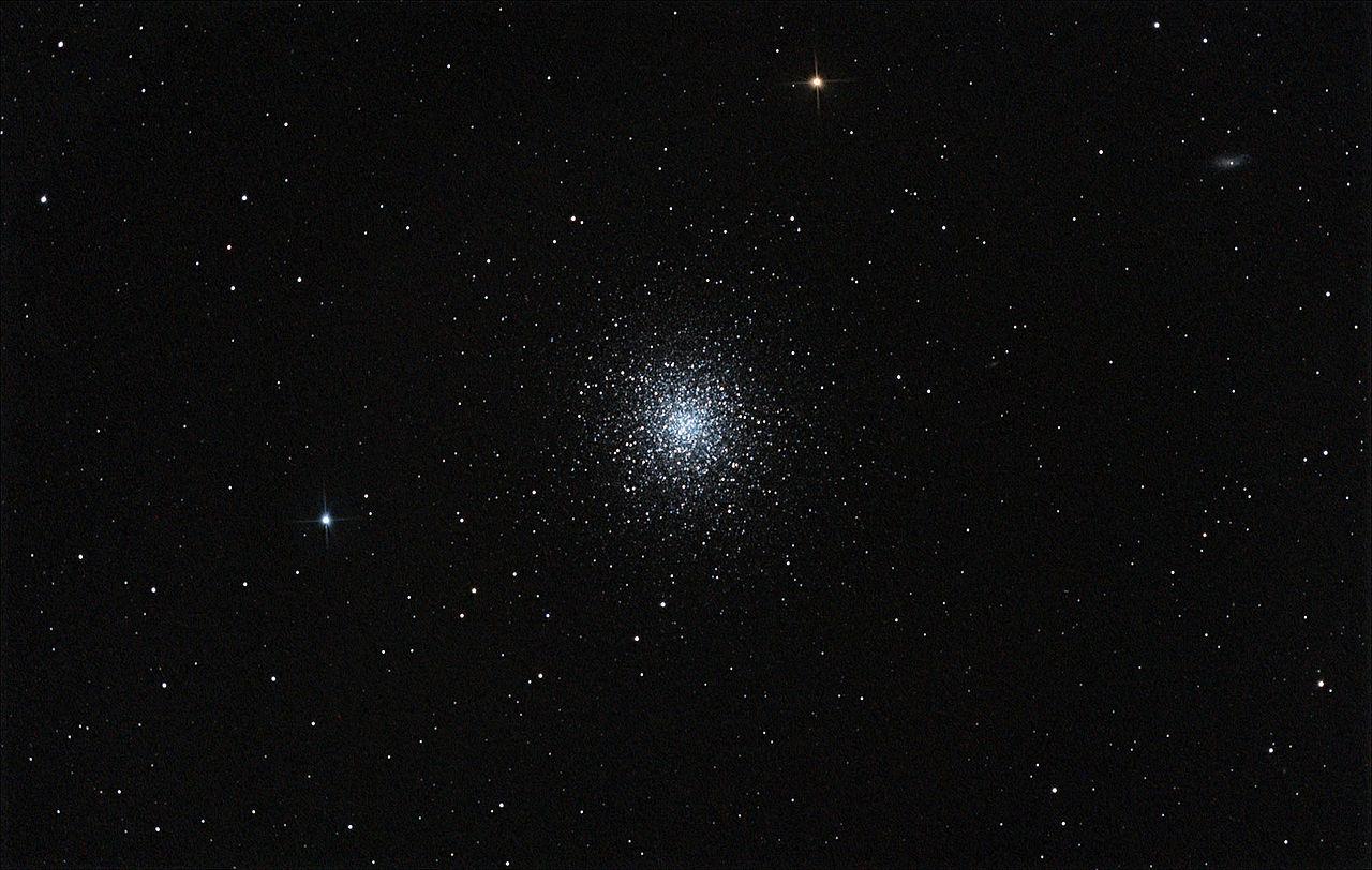 Messier 13 chụp bằng máy ảnh DSLR. Hình ảnh: Rawastrodata.