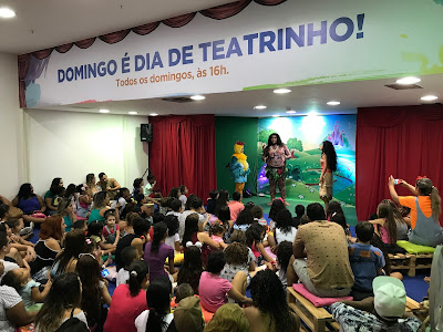 Teatrinho no Madureira Shopping