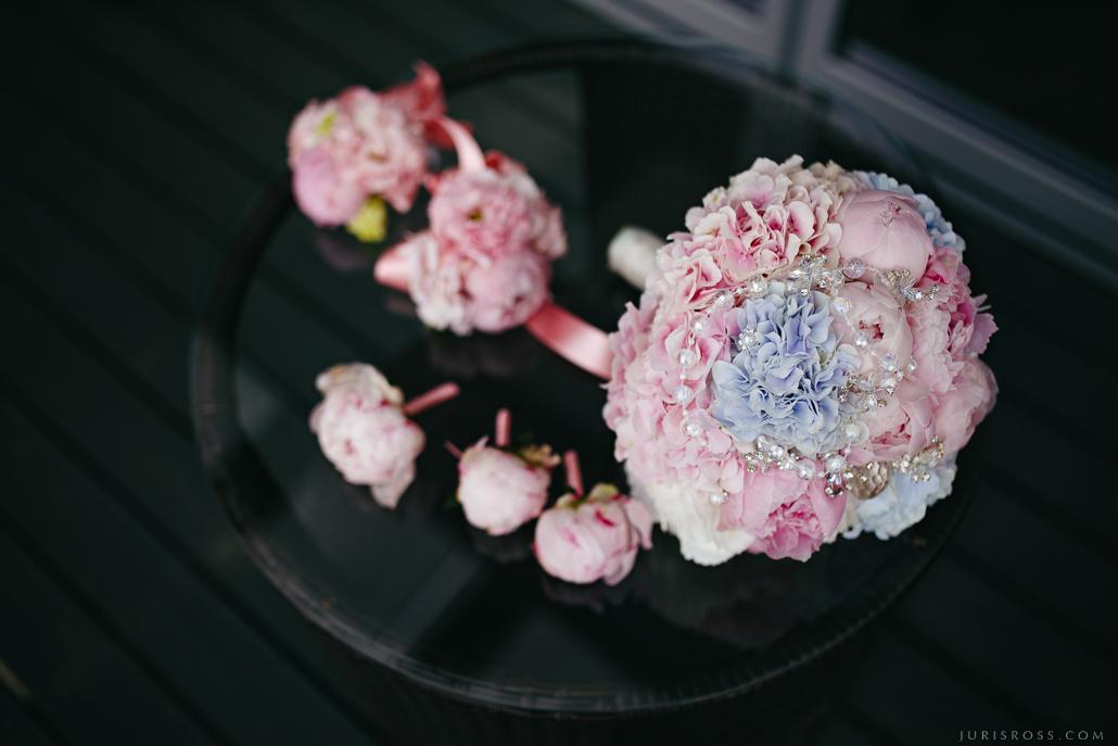 kāzu ziedu rotas augumāja